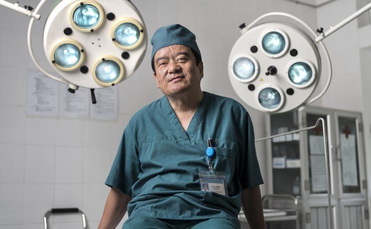 Medico in sala operatoria